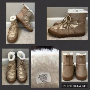 GYMBOREE Youth 2 faux fur gold boots!!